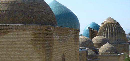 Lidé z iráckého města žijí u nekropole